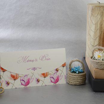 Beyaz çiçekli davetiye