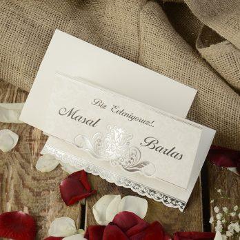 Gümüş yaldızlı davetiye