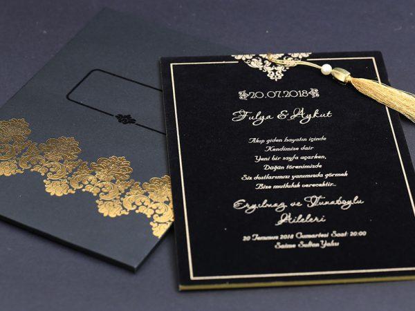 Siyah davetiye modeli altın yaldız baskı